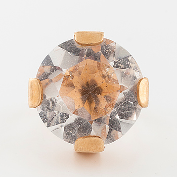 RING, med fasettslipad bergkristall, importstämplad.