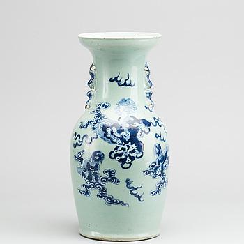 GOLVVAS, porslin, Kina. 1800-tal.