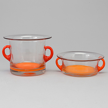 Two signed glass bowls by Per Olof Ström, Alsterfors, dated 1969.