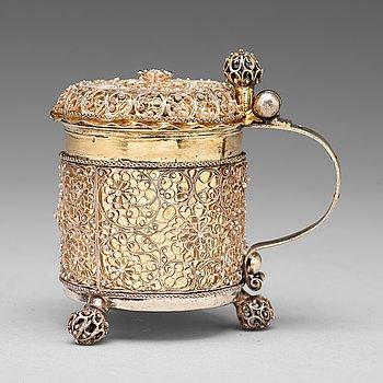 120. A Swedish late 17th century parcel-gilt filigree miniature tankard, mark Johan Fridrich Straub, Karlstad (1674-1713).