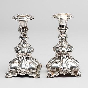 LJUSSTAKAR, ett par, silver, barockstil, importstämplar.