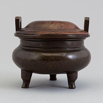 RÖKELSEKAR, brons. Sen Qingdynasti.