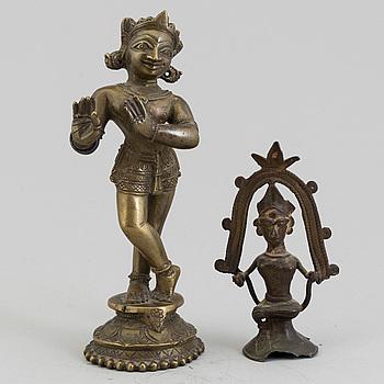 GUDOMAR, två stycken, kopparlegering. Indien, samt sydostasien, 1900-tal.