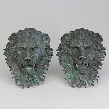 DEKORELEMENT, ett par, lejon, patinerad metall, 1900-talets början.