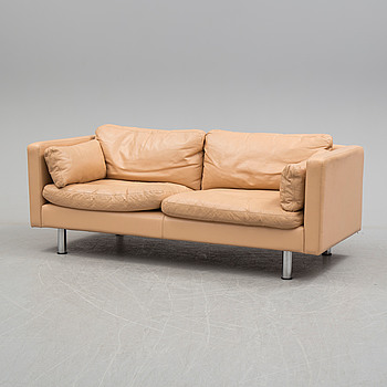 "ERIK JÖRGENSEN, soffa, ""EJ-220"", 1900-talets slut, Danmark."