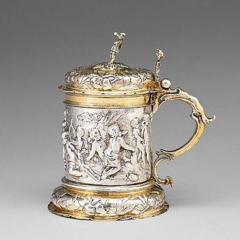 118. A German 17th century parcel-gilt silver tankard, mark of Peter Ohr I (Öhr), Hamburg (1649-1662).