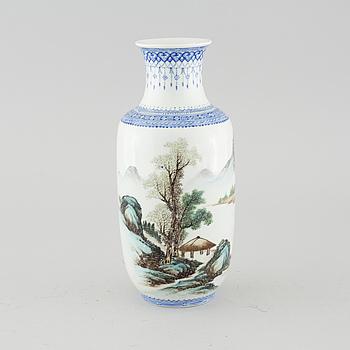 VAS, porslin, Kina, 1900-talets andra hälft.