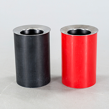Two waste paper bins, designed by Gino Colombini, license manufactured by Husqvarna Borstfabrik for Kartell, 1970s.