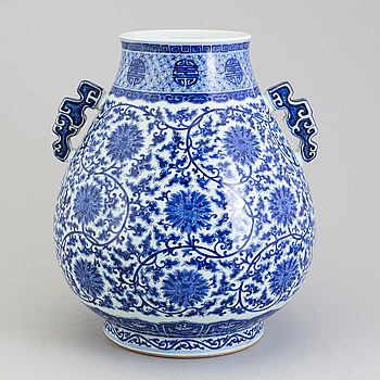 A large Chinese 20th century blue and white porcelain vase.