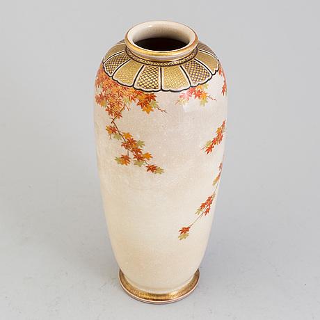 A japanese satsuma vase, meiji period (1868 1912)