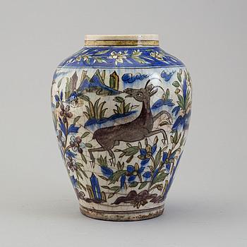 URNA, keramik, sannolikt sen Qajar dynasti, Persien/Iran, höjd ca 27,5 cm.