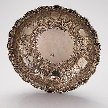 A silver bowl from the first half of the 20th Century.