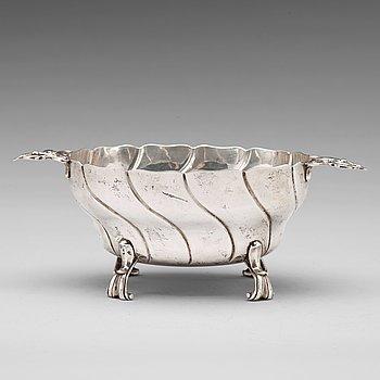126. A Swedish 18th century silver sweetmeat bowl, mark of Petter Åkerman, Stockholm 1769.