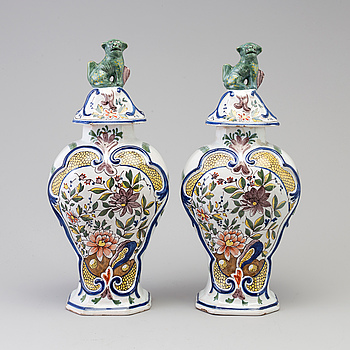 A pair of faience lidded urns, 18th/19th century.