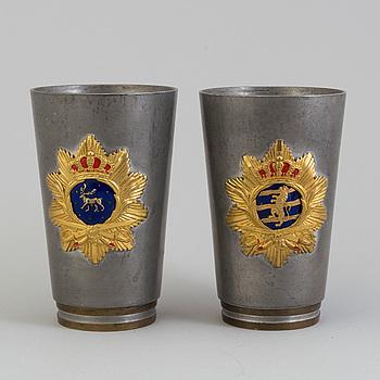 BÄGARE, två stycken, Firma Svenskt Tenn, senare dekorerade med kartuschplåtar, daterade 1930.