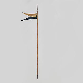 LANS, svensk, m/1851 för Livgardet till häst, stålskodd stång med lansflagga.