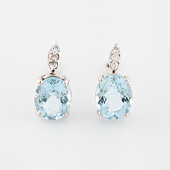 EARRINGS, with aquamarine and brilliant cut diamond.