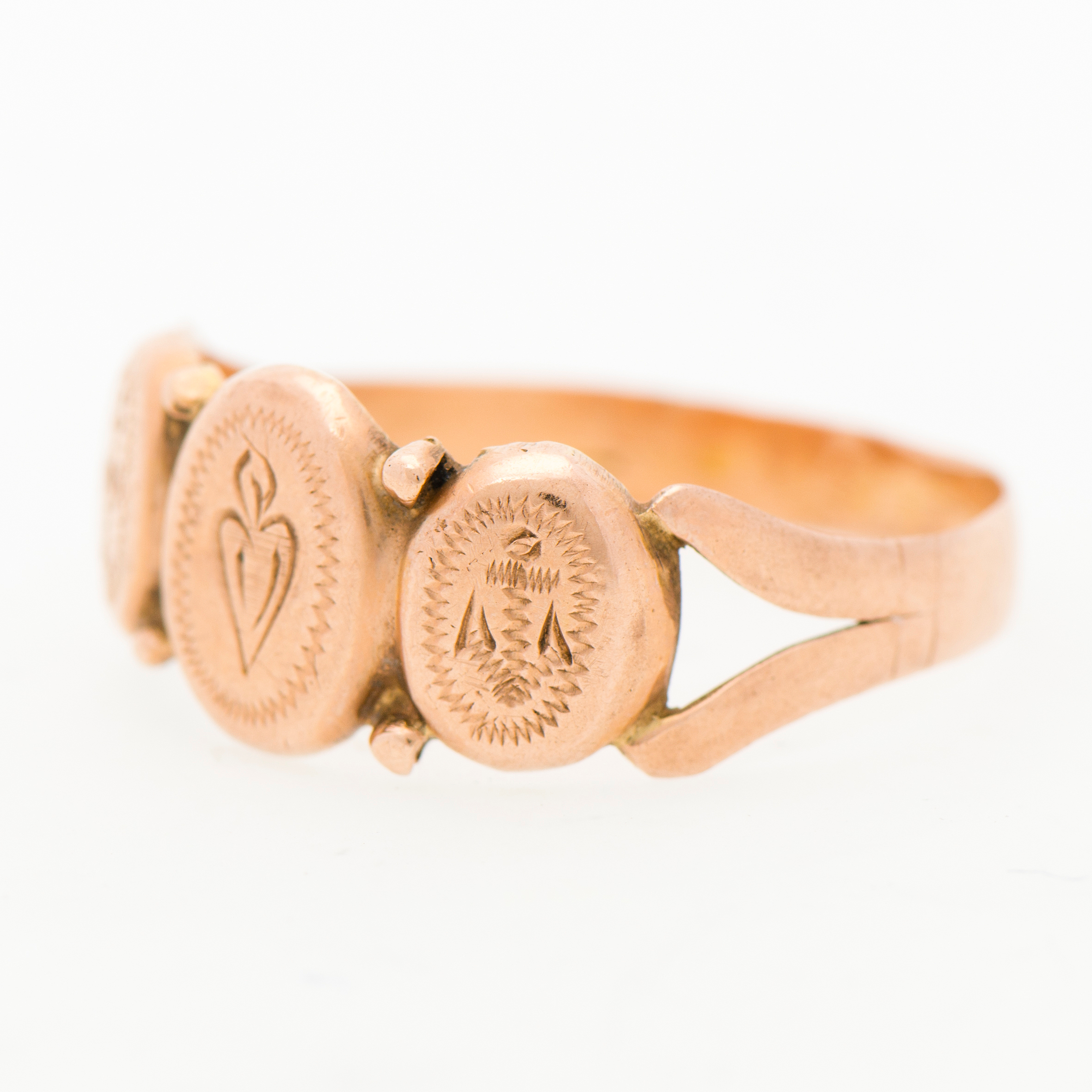 A RING, 14K (56) Gold.
