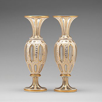 250. VASER, ett par, glas. Möjligen Ryssland, 1800-tal.