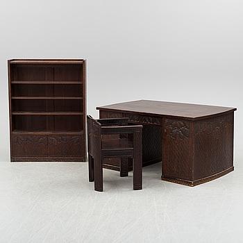 OTTO WRETLING, skrivbord med stol samt bokhylla, omkring 1920.
