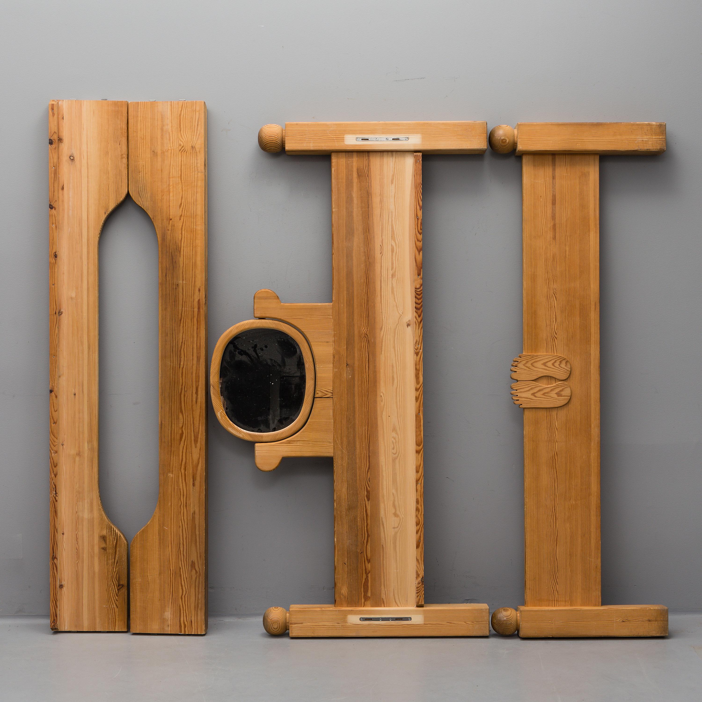 ERIK HÖGLUND, sängstomme med spegel, 1900 talets andra hälft Bukowskis