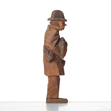 Axel petersson döderhultarn, man holding boots.