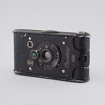 """A """"Piccolette"""" camera, Zeiss- Ikon, Contessa- Nettel Piccolette, from the first half of the 20th century."""