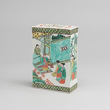 HUVUDKUDDE, porslin, Kina, sen Qing dynasti, sent 1800-tal.