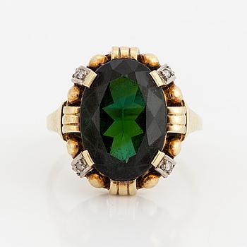 RING, 14K guld med grön turmalin och 8 små rosenslipade diamanter.