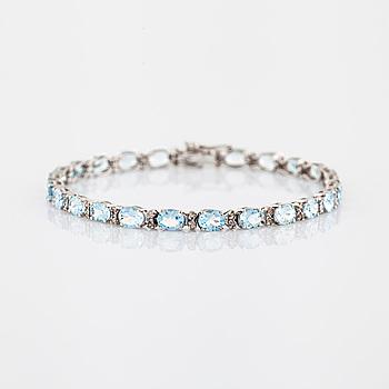 Armband akvamariner och briljantslipade diamanter.