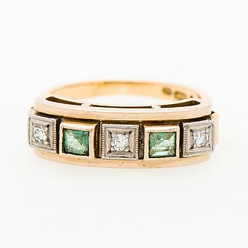 RING, fasettslipade smaragder, åttkantslipade diamanter, 18K guld. Helsingfors 1968.