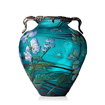 25. A Burgun & Schverer Art Nouveau cameo glass vase, France ca 1900.