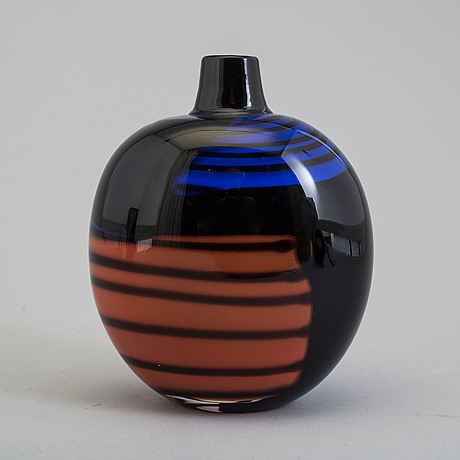 A 'vibrato' glass vase from studioglas strömbergshyttan