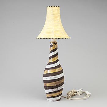 """INGRID ATTERBERG, Bordslampa, """"Spiral"""", Upsala Ekeby, stengods, 1900-talets andra hälft."""