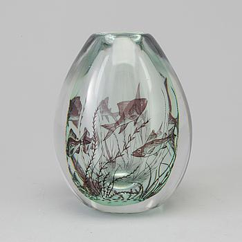 EDWARD HALD, vas, fiskgraal, glas, Orrefors, signerad, omkring 1900-talets mitt.