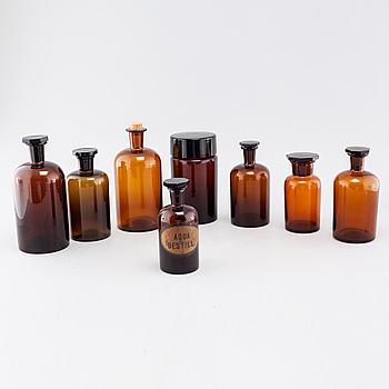 APOTEKSFLASKOR, 8 st, glas, 1900-talets första hälft.
