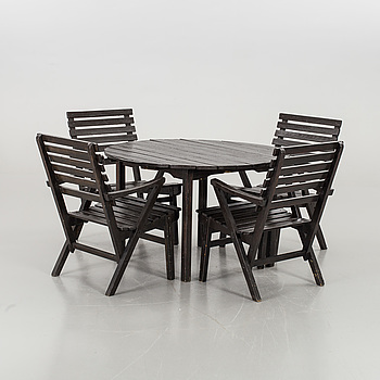 CARL MALMSTEN, garden furniture 'Bergshamra', four chairs and a round table. Mid 20 th century.