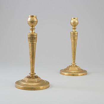 LJUSSTAKAR, ett par, empire, förgylld brons, Frankrike, 1800-talets första hälft.