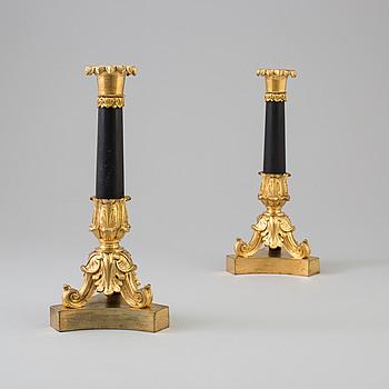 LJUSSTAKAR, ett par, förgylld brons, empirestil, Frankrike, 1800-talets andra hälft.