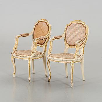 KARMSTOLAR, ett par, Louis XVI-stil sekelskiftet 1900.