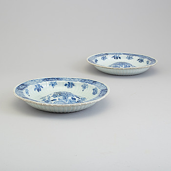 A pair of blue and white 'buckel plattes', Qing dynasty, Qianlong (1736-95).