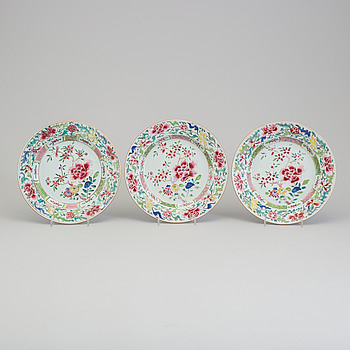 Three famille rose export porcelain plates, Qing dynasty, early 18th century, Yongzheng.