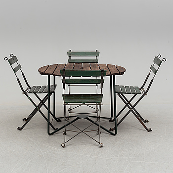 A Garden table and 4 chairs 20th century.