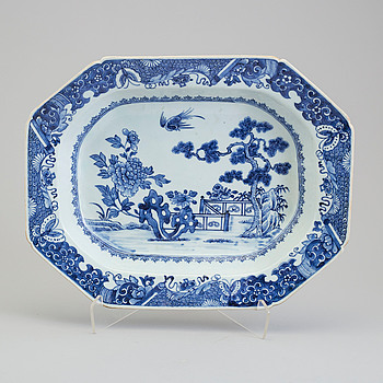 A blue and white tureenstand, Qing dynasty, Qianlong (1736-95).