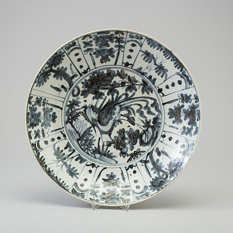A larhe blue and white dish, swatow, ming dynasty (1368-1644).