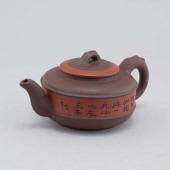 A modern ceramic Chinese yixing tea pot.