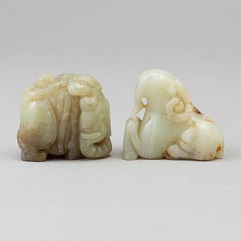 FIGURINER, två stycken, nefrit. Kina, 1900-tal.