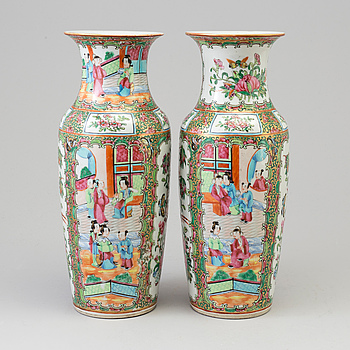 A pair of famille rose canton vases, Qing dynasty, second half of the 19th century.