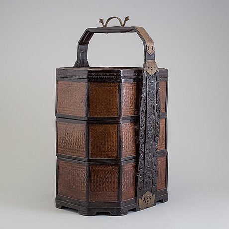 A large chinese three-part basket with cover, 20th century.