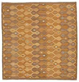 "302. Barbro Nilsson, MATTO, ""Finspong, lättbrun"" (""Kringelikroka""), flat weave, ca 315,5 x 304 cm, signed AB MMF BN."